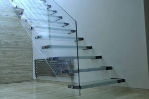 Заказать стеклянные лестницы и ограждения в Минске от «Самелго-Плюс»