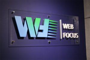 Рекламная вывеска компании Web Focus